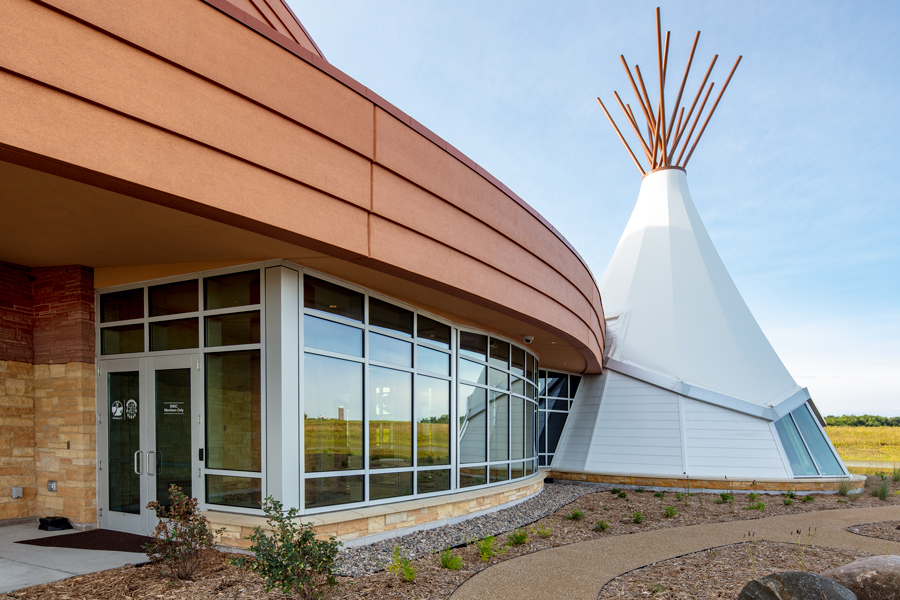 Hoċokata Ti - Shakopee Mdewakanton Sioux Community Cultural Center / Photo © Perzel Photography Group
